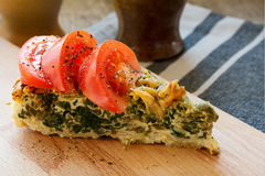 Spinach quiche with tomatoes Royalty Free Stock Images
