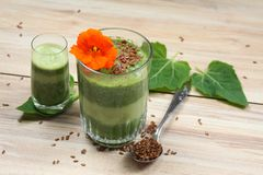 Spinach smoothies with flax seeds Royalty Free Stock Photos