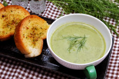 Spinach Soup. And garlic bread Stock Photography