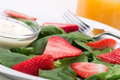 Spinach and strawberries salad Royalty Free Stock Photos