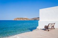 Spinalonga-Ansicht von einer Bank in Plaka, Kreta Stockfoto
