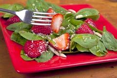 Spinat-Erdbeere-Salat Stockbild