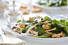 Spinat-Salat-Teller Lizenzfreies Stockfoto