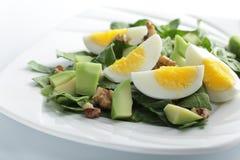 Spinazie, avocado, en eierensalade Royalty-vrije Stock Afbeeldingen