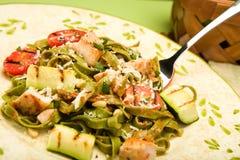 Spinazie Fettucini met kip Stock Afbeelding