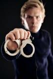 Spindel mit den Handschellen für Gesetzesstraftäter Stockfotografie