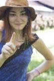 Spindel- och flickas finger Royaltyfri Foto