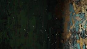 Spindelrengöringsduk i gammalt övergett hus stock video