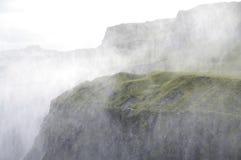 Spindrift de la cascade à écriture ligne par ligne de Dettifoss, Islande image stock
