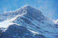 Spindrift de la nieve en el pico de montaña 01 Fotografía de archivo