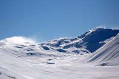 Spindrift que viene apagado montañas de Nueva Zelandia imágenes de archivo libres de regalías