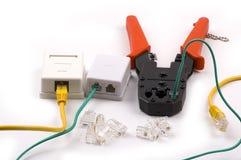 Spine di Rj45 rj11, strumento di piegatura degli zoccoli su bianco Fotografia Stock Libera da Diritti