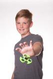 Spinnare för pojkeinnehavrastlös människa fotografering för bildbyråer