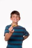 Spinnare för pojkeinnehavrastlös människa Arkivbild