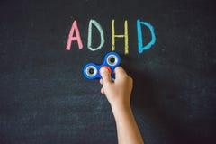 Spinnarehjälp med ADHD-syndrom ADHD är hype för uppmärksamhetunderskott arkivbilder