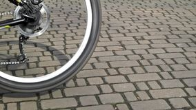 Spinnend fietswiel dicht omhoog stock videobeelden