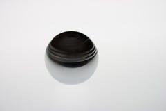 Spinnende metaalbal op wit Stock Foto
