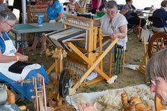 Spinnende Wolle bei Kingston Sheepdog Trials lizenzfreie stockbilder
