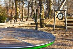 Spinnender Plattformspielplatz lizenzfreie stockbilder