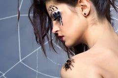 Spinnenmädchen und Spinne Brachypelma smithi Lizenzfreie Stockfotos
