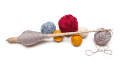Spinnewiel met een bal van wol Royalty-vrije Stock Afbeeldingen