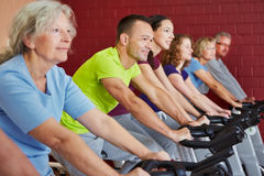 Spinning class in fitness center Royalty Free Stock Photos