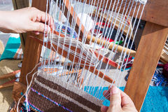 Spinnmaschine mit Wollgeweben Lizenzfreie Stockfotos