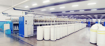 Spinnmaschinen in der Produktion Lizenzfreie Stockfotografie