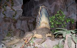 Spinosaurus刺在dinotopia泰国帕克的蜥蜴恐龙与实物大小一样的模型  库存照片