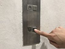 Spinta dei bottoni dell'elevatore Immagini Stock