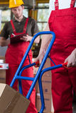 Spinta del carrello manuale Fotografia Stock