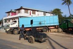 Spinta del carrello mombasa Fotografia Stock