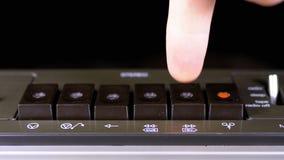 Spinta del gioco, fermata, rec, FF, bottoni del rew su un registratore archivi video