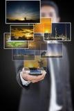 Spinta dell'uomo d'affari molta tasto di immagine. Immagine Stock
