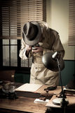 Spionmedel som stjäler överkanten - hemliga data Royaltyfri Foto