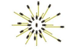 Spiraal van gele en zwarte de maatregelen verschillende lengte van staalregels stock fotografie