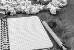 Spiraalvormig notitieboekje en verfrommelde ontwerpen Royalty-vrije Stock Afbeelding