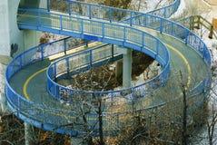 Spiraalvormige gang onder LRT in Edmonton stock afbeeldingen