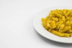 Spiraalvormige ruwe macaronideegwaren Royalty-vrije Stock Afbeeldingen
