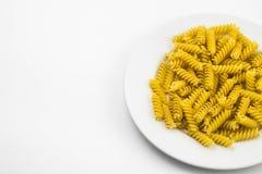 Spiraalvormige ruwe macaronideegwaren Royalty-vrije Stock Foto's