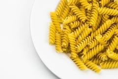 Spiraalvormige ruwe macaronideegwaren Stock Afbeeldingen