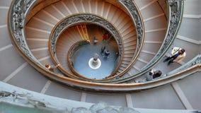 Spiraalvormige trap VATIKAAN - 19 februari, 2015: FA stock video