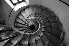 Spiraalvormige zwart-witte treden, Architectuur oud Italiaans paleis Royalty-vrije Stock Fotografie