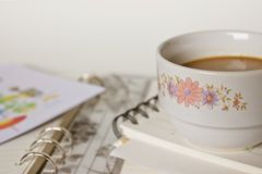 spiral för anteckningsbok för kaffekopp Arkivbilder