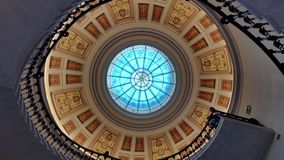 Spiral patternarchitectural trappa inomhus Fotografering för Bildbyråer