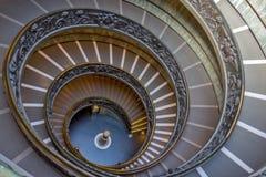 Spiral trappa av Vaticanenmuseerna, Vatican City, Italien Royaltyfri Bild