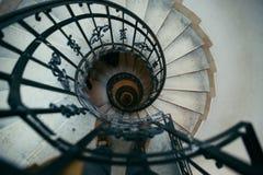 Spiral trappa i gammalt hus Royaltyfri Bild