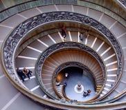 Spiral trappa i Vaticanenmuseerna royaltyfria bilder