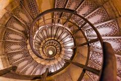 Spiral trappa inom Arc de Triomphe i Paris Frankrike Royaltyfri Fotografi