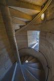 Spiral trappa som leder till överkanten av Notre Dame de Paris Arkivfoto